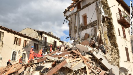 160824110618-italy-earthquake-debris-large-169